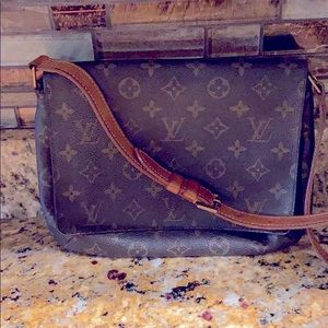 Louis Vuitton Shoulder Handbag